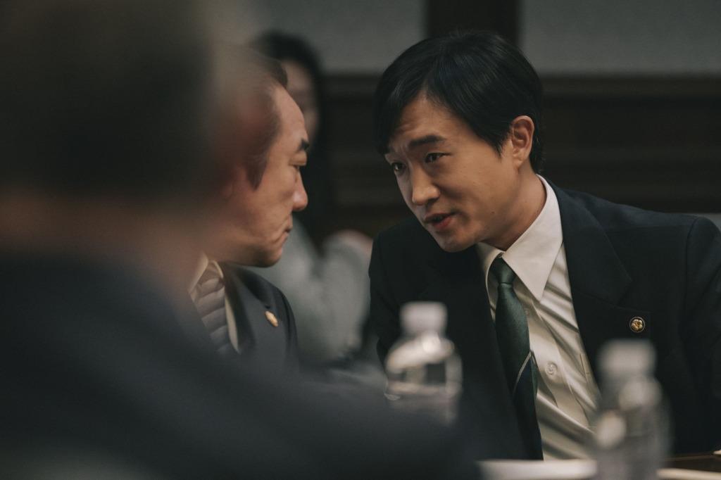 趙宇鎮飾演財政官員