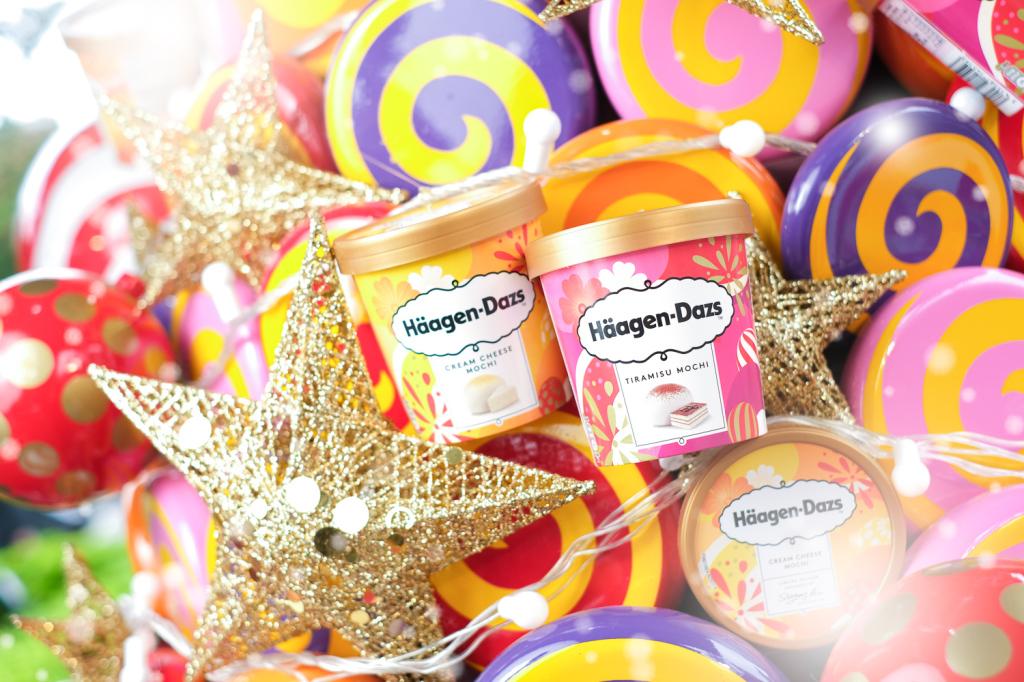 1. 每年冬天Häagen-Dazs都會推出廣受消費者愛戴的冬日限定麻糬口味冰淇淋,今年特別以日式麻糬混搭經典歐式甜點,推出全新「提拉米蘇麻糬冰淇淋」和「輕乳酪麻糬冰淇淋」!