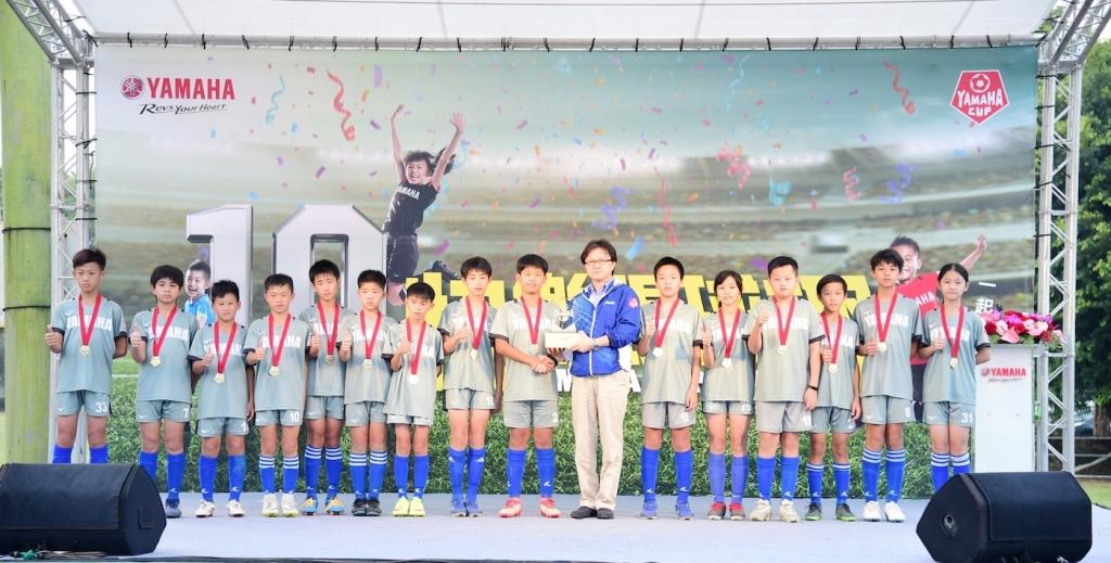 同安國小YAMAHA CUP十年全勤在第十屆首次抱走冠軍獎杯。