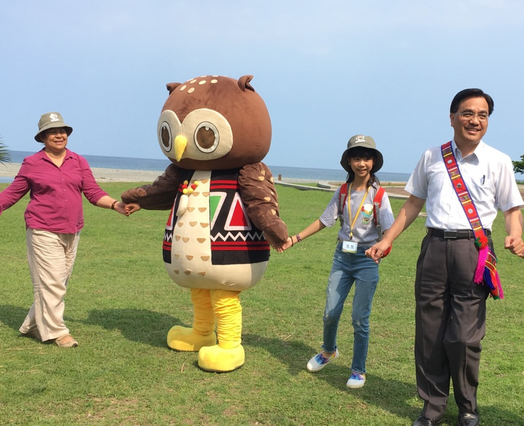 原民會夷將·拔路兒主委邀請帛琉大使歐克麗及知名童星喬喬一同體驗阿美族豐年祭舞蹈