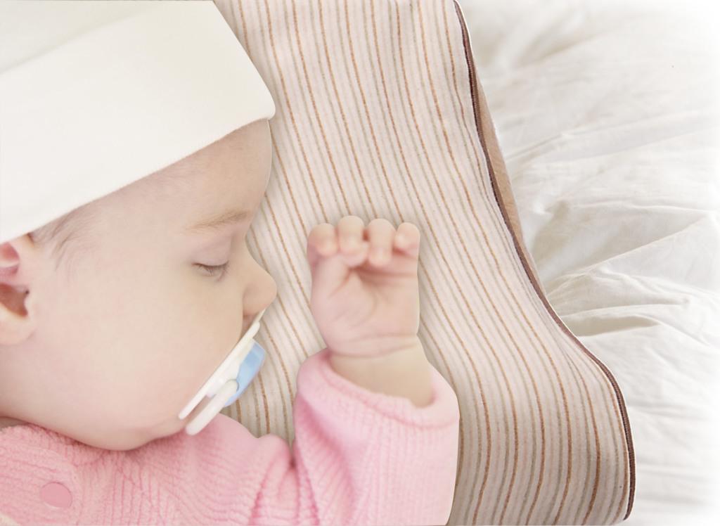 可水洗有機棉嬰兒枕,原價$3,980元,特價2,888元。(每櫃限量20組)