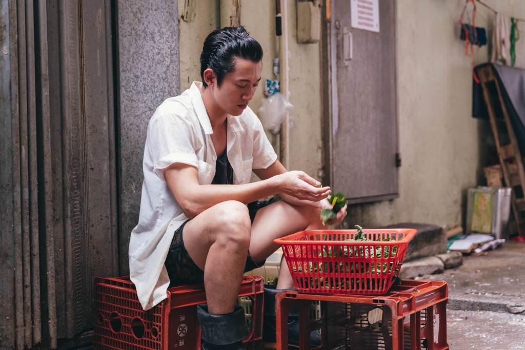吳慷仁飾演茶餐廳廚師