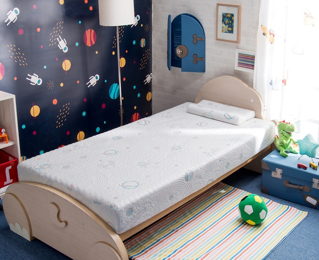 太空幻象護脊兒童床墊,原價26,800元,特價20,999元,加贈「護脊幼兒枕」及「Clima智慧控溫肚圍」。(每櫃限量20組)