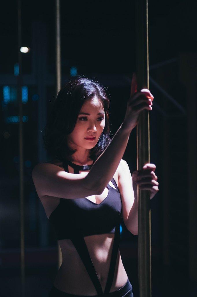 蔡卓妍跳鋼管舞02