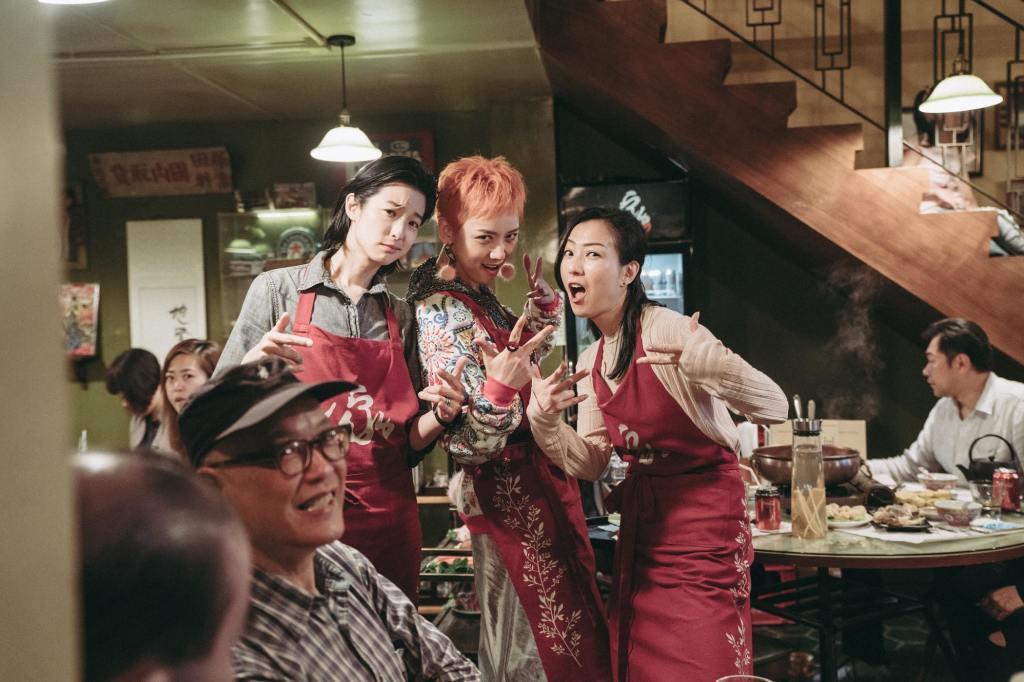 (左起)賴雅妍,李曉峰,鄭秀文